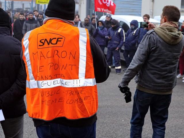 Grève contre la réforme des retraites : à la SNCF et à la RATP, des grévistes tentent de convaincre les non-grévistes de se mobiliser