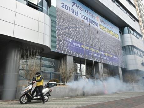 Coronavirus en Corée du Sud: le bilan bondit autour d'une secte chrétienne
