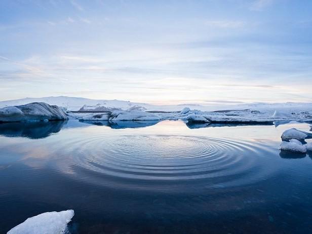 Groenland : des chercheurs observent un lac se vider en quelques heures