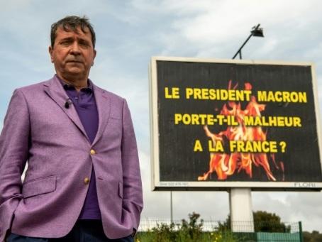"""Michel-Ange Flori, l'afficheur pro """"gilets jaunes"""" qui commente l'actualité en XXL"""
