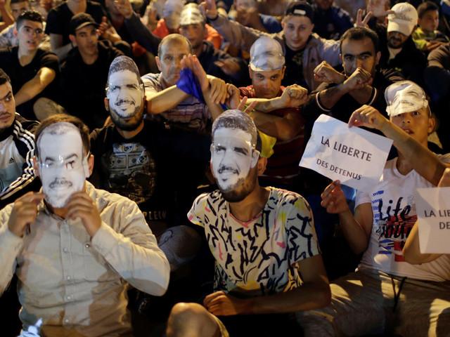 """Al Hoceima: Le """"Hirak"""" appelle à une grève générale et au boycott du prêche du vendredi"""