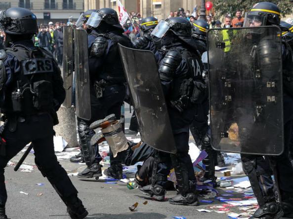 1er mai des gilets jaunes : à Paris, manifestation tendue mais les black blocs contenus