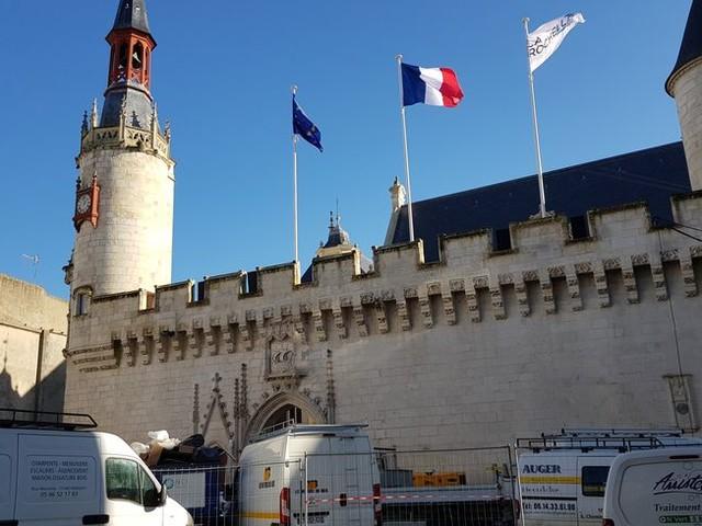 À La Rochelle, la plus ancienne mairie de France rouvre ce week-end en grande pompe