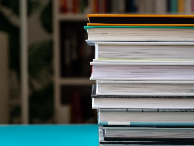 """Francis Combes : """"Nous demandons que le livre bénéficie d'un tarif préférentiel"""""""