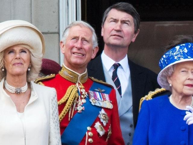 Prince Charles prêt à divorcer de Camilla Parker-Bowles sur ordre de la Reine ? Les déclarations hallucinantes
