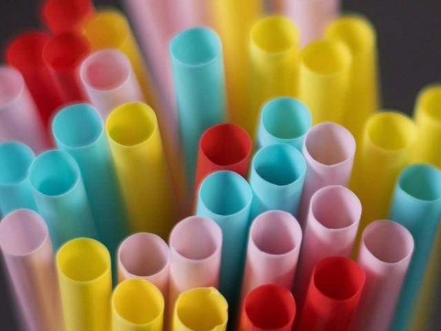 Le plastique à usage unique sera banni au Canada en 2021