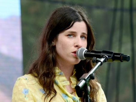 Musique: Buzzy Lee, fille de Spielberg, crève l'écran