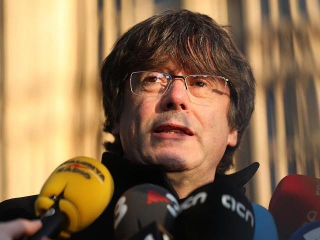 Jusqu'à 13 ans de prison pour les indépendantistes catalans : Carles Puigdemont dénonce une «aberration»