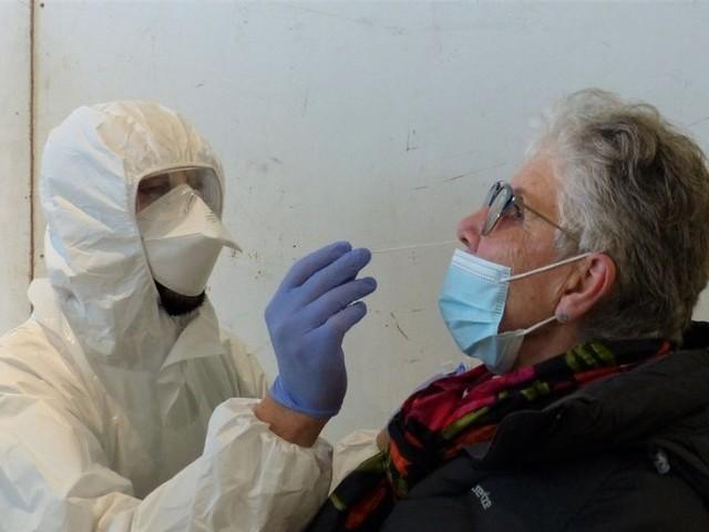 Covid-19 : en France, près de 23 000 nouveaux cas en 24 heures