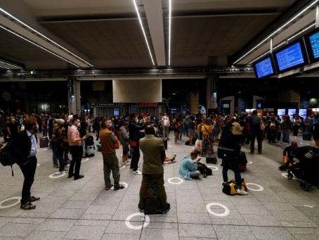"TGV: trafic ""quasi normal"" au lendemain d'un accident à Massy"
