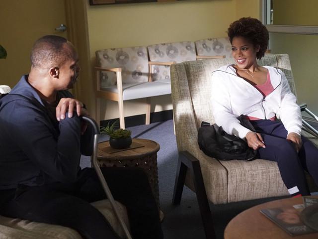 «NCIS» : le directeur Vance tombe sous le charme d'une prof