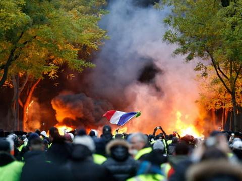 """Quelques milliers de """"gilets jaunes"""" manifestent à Paris, 37interpellations"""