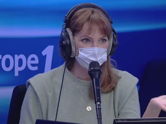 """Eliminée au premier épisode, Frédérique Bel raconte les coulisses de """"Mask Singer"""""""