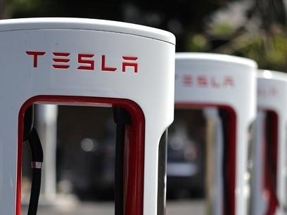 Automobile : l'accélération de la révolution électrique met la filière en danger