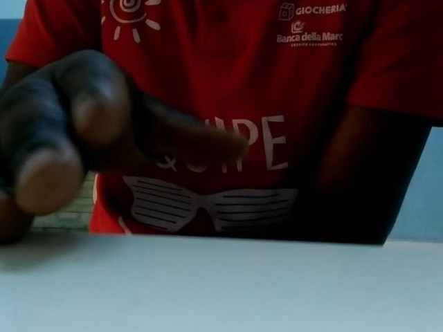 """""""L'argent ou la mort"""": Témoignages de migrants sur leur séjour en Libye, entre esclavage, viol et maltraitance (VIDÉO)"""
