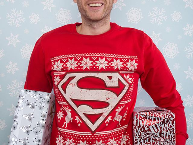 Alaska Airlines te fait embarquer plus vite si tu portes un pull de Noël !