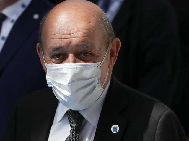 """La France dénonce une décision """"à la Trump"""" de Biden après le volte-face sur les sous-marins"""
