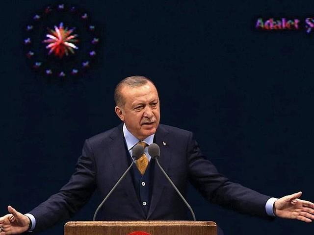 Putsch manqué: la Turquie réintègre plus de 1 800 fonctionnaires