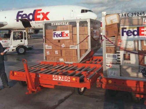 Coronavirus: les groupes d'intérim se retirent du site Fedex de Roissy