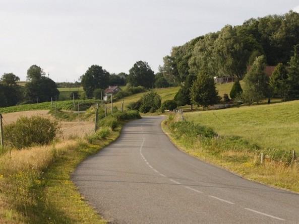"""""""Voyager à moins de 15 km/h sur les petites routes de France, c'est pénétrer un autre monde"""""""