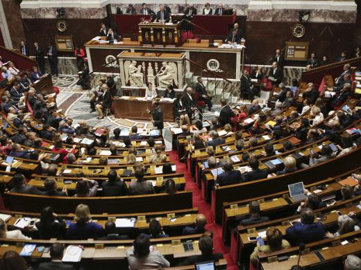 """Deux députées proposent un service national sous forme de """"parcours de citoyenneté"""""""