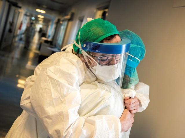 Coronavirus en Italie : le confinement commence-t-il à porter ses fruits ?