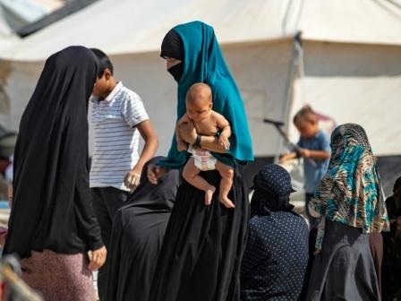 Quatre épouses de jihadistes et leurs enfants renvoyés en France par la Turquie