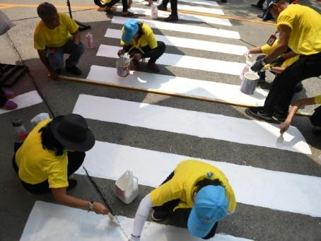 """Thaïlande: une armée de """"volontaires spirituels"""" déployée pour le couronnement"""