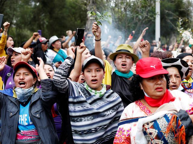 Équateur: les indigènes acceptent le dialogue, couvre-feu à Quito