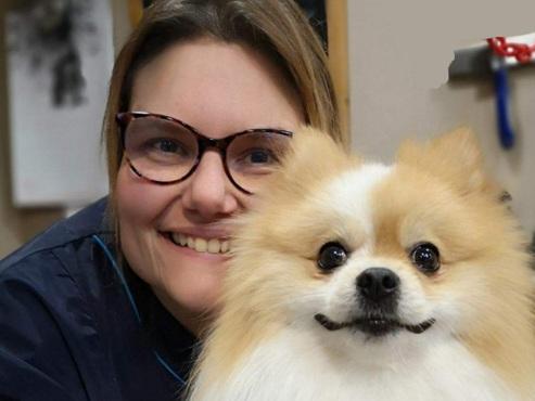 """Sylvie, toiletteuse pour chiens, est CONTRE la réouverture: """"Je préfère serrer les dents, la vie avant tout!"""""""