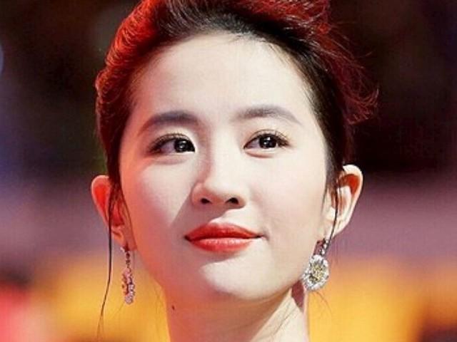 Manifestations à Hong Kong : l'actrice de Mulan soutient la police, des internautes appellent au boycott