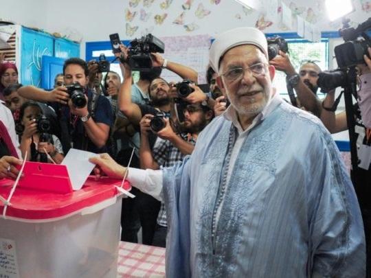 Présidentielle en Tunisie: sanctionné dans les urnes, le parti Ennahdha joue gros