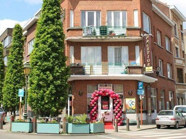 L'horreur sur la terrasse d'un café de Jette: un Bulgare presque «égorgé», l'auteur des faits activement recherché!