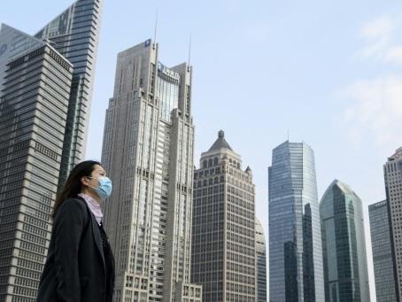 Coronavirus: la pandémie menace, les marchés s'affolent