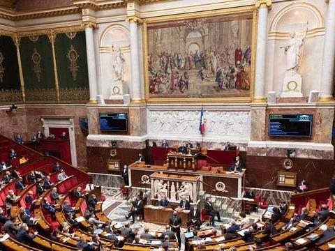 La loi « séparatisme », vivement critiquée par l'opposition, définitivement adoptée