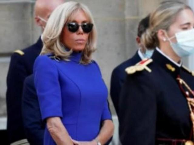 INFOX - Brigitte Macron non masquée ? Attention, c'est une photo de juillet dernier