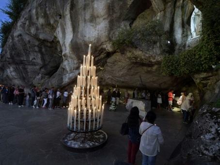 """Coronavirus: fermeture """"historique"""" du sanctuaire de Lourdes"""