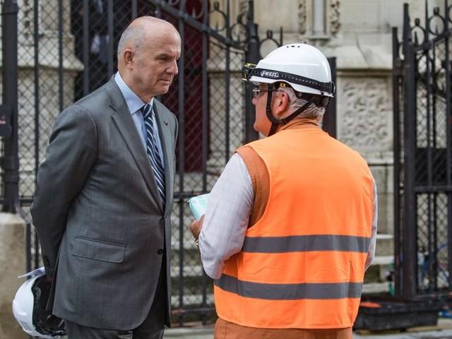 """VIDÉO - """"Qu'il ferme sa gueule"""", vif échange sur la reconstruction de Notre-Dame-de-Paris"""