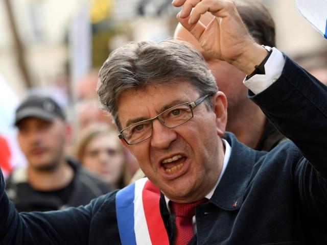 """La réponse cinglante de Mélenchon à Macron: """"C'est la rue qui a abattu les rois, les nazis"""""""