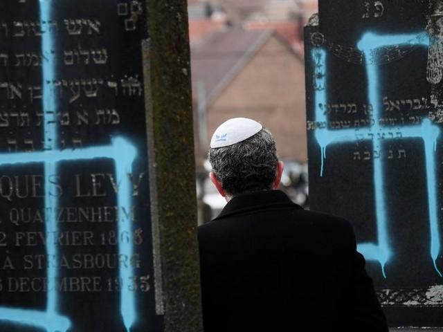 France: 107 tombes profanées dans un cimetière juif proche de Strasbourg