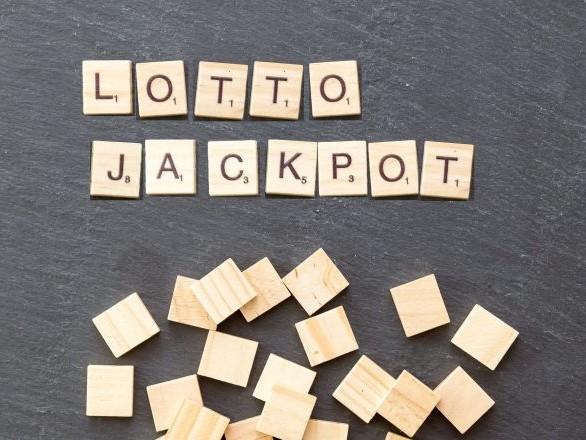 Ce chanceux survit à deux cancers puis gagne quatre millions d'euros au loto