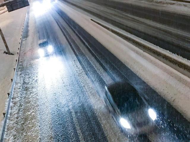 La neige en Isère provoque la mort d'un automobiliste, tué par la chute d'un arbre