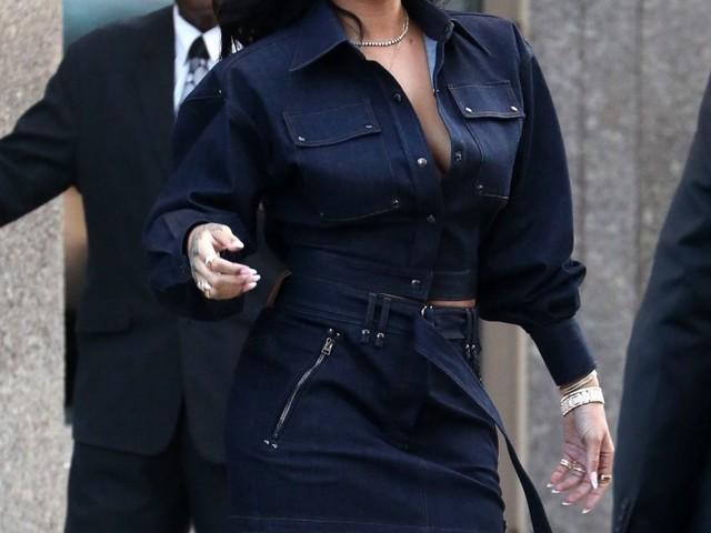 Rihanna : Une Force de la mode, canon en minijupe !