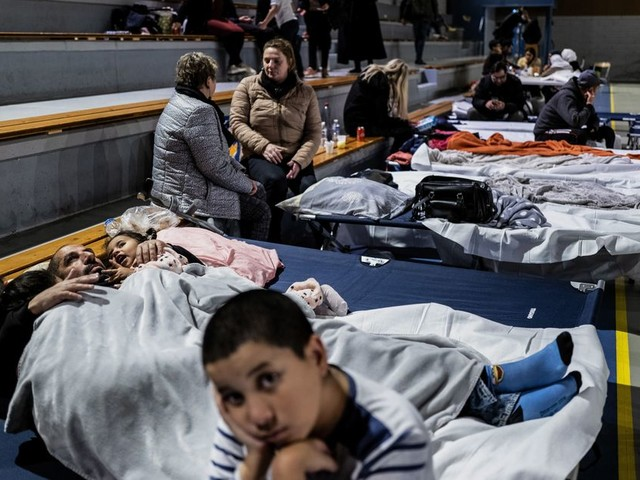 Au Teil, après le séisme, des dizaines d'habitants ont passé la nuit dans un gymnase