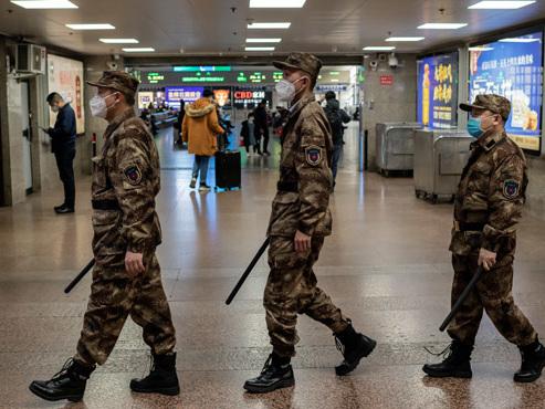 Coronavirus: l'armée chinoise en renfort, l'Europe touchée