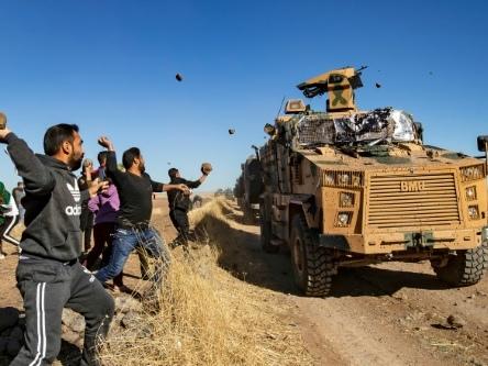 Syrie: des Kurdes caillassent les blindés d'une patrouille russo-turque