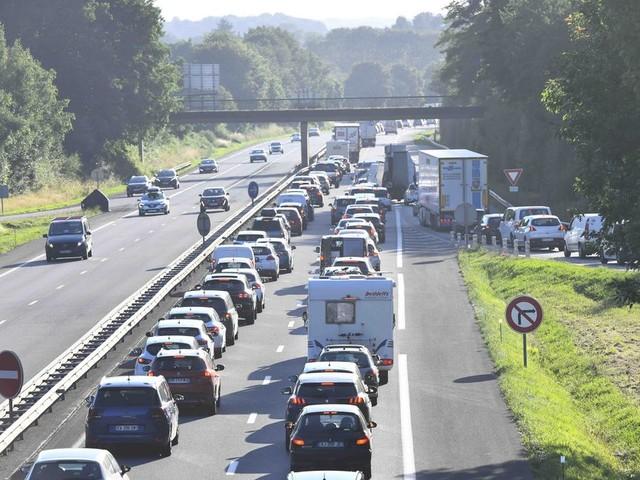 Trafic: pour le retour de vacances, un pic de 840 km de bouchons sur les routes