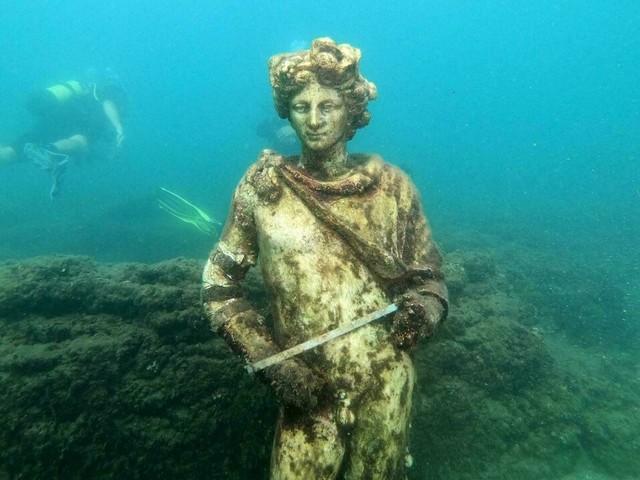 Près de Naples, plongée sous-marine dans les villas de riches Romains