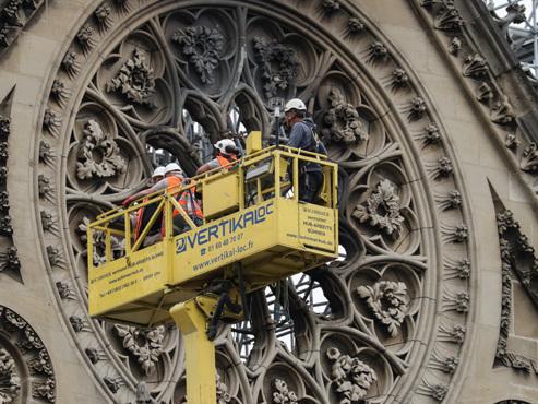 Incendie à Notre-Dame: des ouvriers ont enfreint l'interdiction de fumer