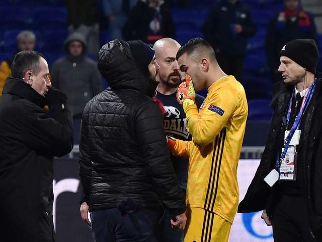 """Tensions entre joueurs et supporters lyonnais : """"Ils insultent nos familles, nos enfants"""""""